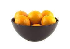 Tangerines в фиолетовом изолированном шаре фарфора Стоковые Фотографии RF
