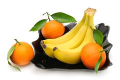 Tangerines и банан в плите Стоковые Фотографии RF