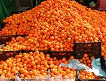 tangerines насыпи рынка цитруса померанцовые яркие Стоковое фото RF