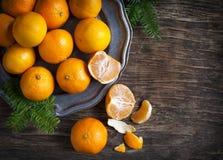 Tangerines на винтажной плите Стоковые Фото
