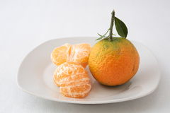 2 tangerines на плите Стоковое Фото