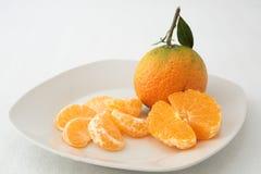 2 tangerines на плите Стоковые Изображения RF