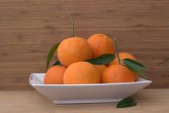 Tangerines на плите Стоковые Изображения RF