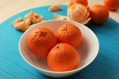 Tangerines на плите Стоковая Фотография