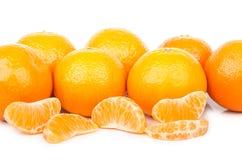 Tangerines при куски изолированные на белизне Стоковое Изображение
