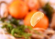 Tangerines рождества в корзине на рождестве Стоковая Фотография
