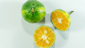 Tangerines i plasterek na białym tle obrazy stock