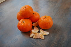 Tangerines na drewnianym tle Fotografia Stock