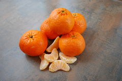 Tangerines na drewnianym tle Fotografia Royalty Free