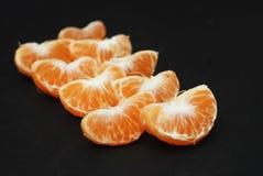 Tangerines, Obrany tangerine i Tangerine plasterki na Czarnym tle Odizolowywającym, Fotografia Royalty Free