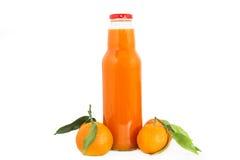 Tangerines och fruktsaft arkivfoton