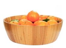 Tangerines w drewnianym pucharze Zdjęcie Royalty Free