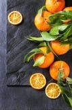 Tangerines z liśćmi Zdjęcia Royalty Free