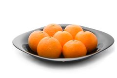 tangerins oranges noirs de plaque savoureux Images stock