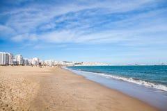 Tangier offentlig strand med att gå lokalt folk Arkivfoton