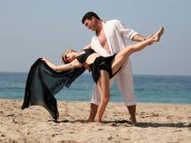 Tango en la playa imagenes de archivo