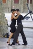 Tango tancerze wzdłuż ulic w Barcelona fotografia stock
