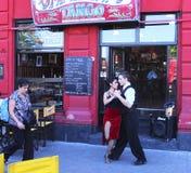Tangodansarerestaurang i La Boca, Buenos Aires, Argentina arkivfoton