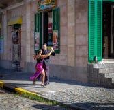Tangotänzer an La Boca-Nachbarschaft - Buenos Aires, Argentinien stockfotos