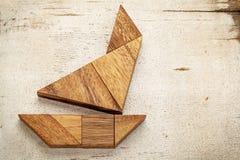 Tangramsegelbåt arkivfoto