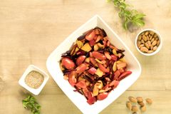 Tangy beetroot and bell pepper salad. Sliced tomato, beetroot and cubed bell pepper are mixed together with almonds, sesame seeds, lemon juice and rock salt Stock Photo