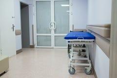 Tani nosze na kółkach w biednym szpitalu obrazy royalty free