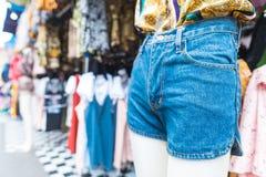 Tani odzieżowy sklep w rynku w Tajlandia zdjęcie royalty free