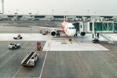 Tani samolot w lotnisku międzynarodowym Fotografia Stock