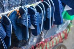 Tani sandały dla sprzedaży na Hanoi ulicie, Wietnam fotografia stock