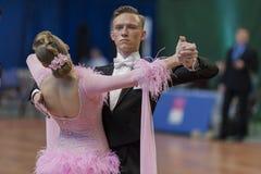Taniec para Wykonuje Juvenile-1 Standardowego Europejskiego program na Krajowym mistrzostwie Obraz Stock