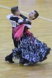 Taniec para Wykonuje Juvenile-1 Standardowego Europejskiego program na WDSF zawody międzynarodowi WR tana filiżance Obrazy Royalty Free