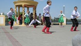 Taniec spółdzielnia wykonuje zbiory