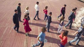 Taniec w Moskwa Ludzie spotyka na kwadracie zbiory wideo
