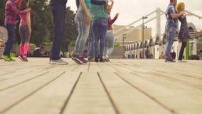 Taniec w Moskwa Ludzie tanczy na kwadracie zbiory wideo