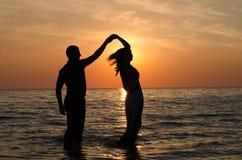 Taniec w wodzie przy zmierzchem Obraz Royalty Free