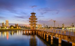 Tanjong Rhu utkiktorn på blå timme Arkivbild