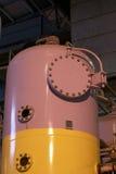 Tank bij een elektrische centrale Stock Fotografie