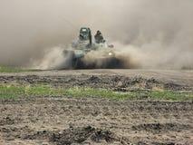 Tank in een gevechtssituatie Stock Afbeelding