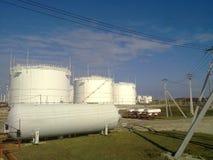 Tank het verticale staal Capaciteiten voor opslag van olieproducten Stock Foto's