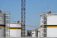 Tank het verticale staal Capaciteiten voor opslag van olieproducten Royalty-vrije Stock Afbeelding