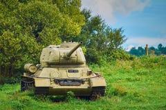 Tank op het Gebied stock afbeelding