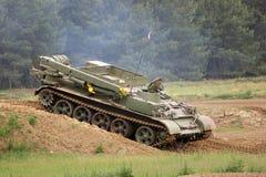 Tank op heuvelige grond Royalty-vrije Stock Foto's