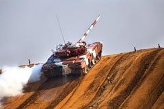 Tank op maart stock afbeeldingen