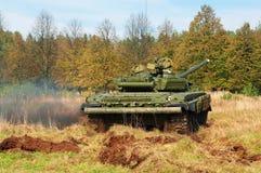 Tank t-72 in beweging Stock Fotografie