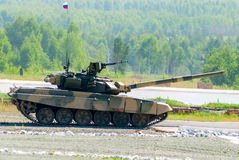 Tank T-80s moves Royalty Free Stock Photography
