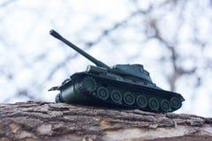tank un giocattolo di un carro armato militare con fotografia stock