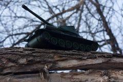 tank un giocattolo di un carro armato militare con fotografie stock libere da diritti