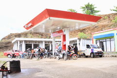 Tanka bensin i Papua Royaltyfri Fotografi