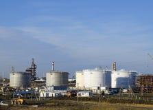 Tanka det vertikala stålet Kapacitetar för lagring av olja, bensin, fotogen, dieseln och andra flytande Royaltyfria Bilder