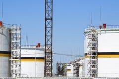 Tanka det vertikala stålet Kapacitetar för lagring av olje- produkter Arkivbild